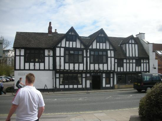 Black Swan Inn: Front of Hotel
