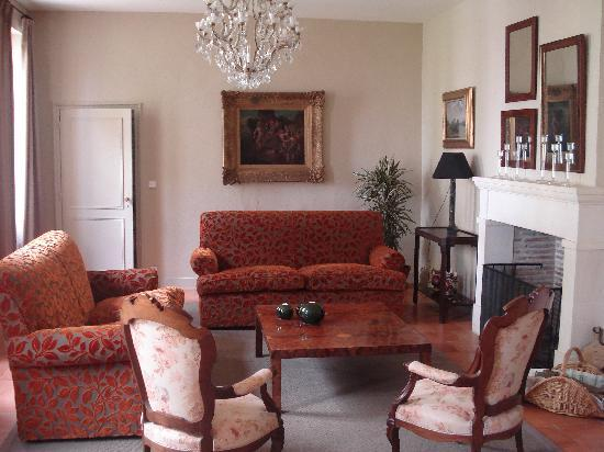 Chateau Ormes de Pez : The downstairs sitting area