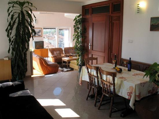 Primorje-Gorski Kotar County, Croatia: apartment 3 dining area
