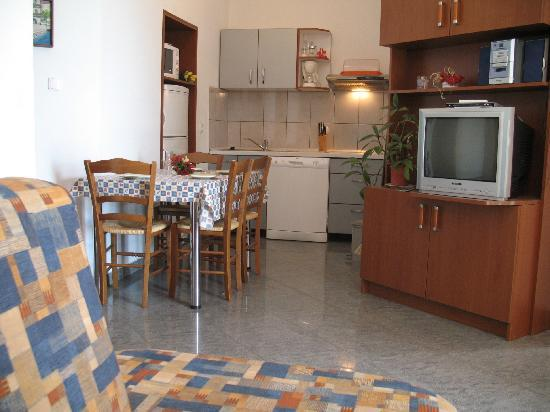 Primorje-Gorski Kotar County, Croatia: apartment 5 dining and kitchen area