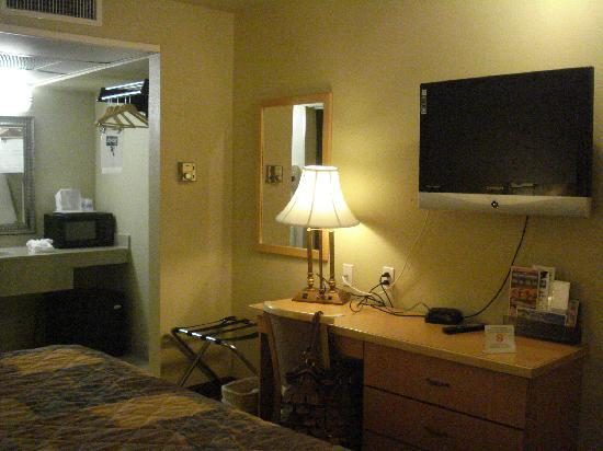 Travelodge Riviera Beach/West Palm: Our room