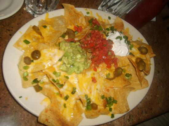 The Cheesecake Factory: NACHOS!