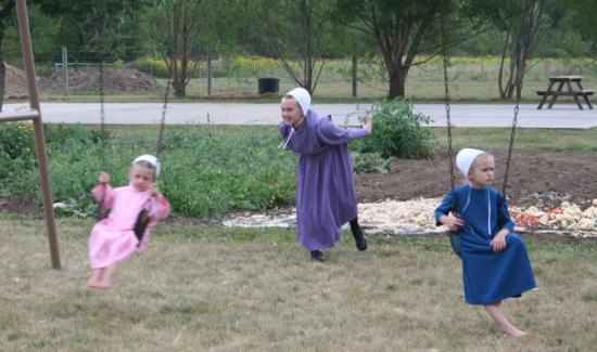 Amish children in Millersburg at the wedding