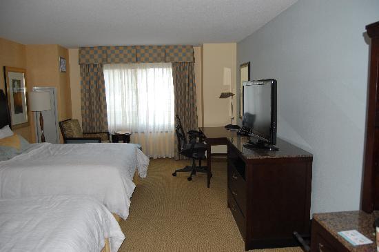 Hilton Garden Inn Washington DC / Bethesda: Spacious room
