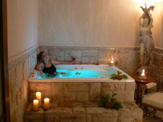 Misty Waves Boutique Hotel Hermanus: Relax in private Jacuzzi