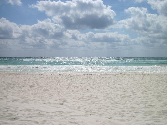 Nueva Vida de Ramiro: Beach in front of NVR