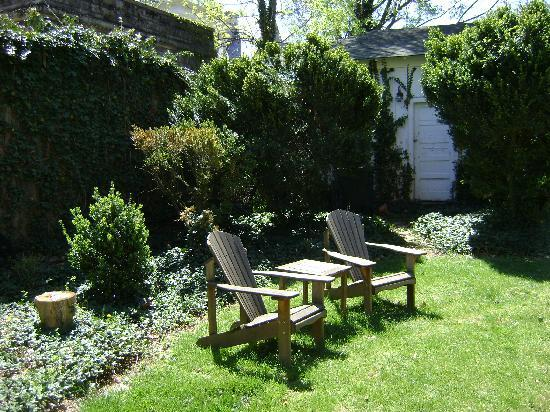 Old Waterstreet Inn : Perfect spot to relax