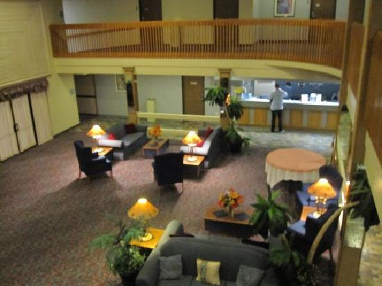 Heritage Inn & Suites: Empfangshalle