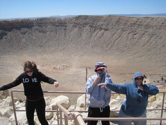 Meteor Crater: 50 MPH wind gusts