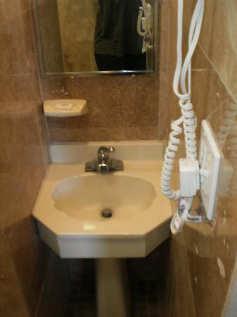 Atlantic Beach Hotel: Bathroom 1