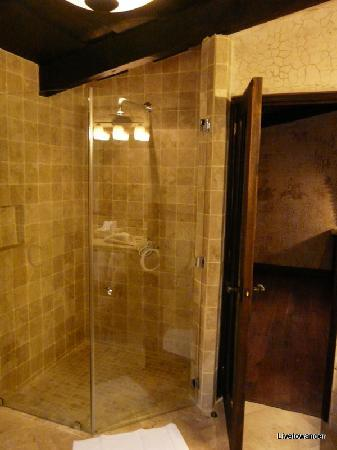 El Convento Boutique Hotel: Shower