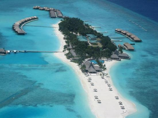 Veligandu Island Resort & Spa: the island (a view while coming in to land)