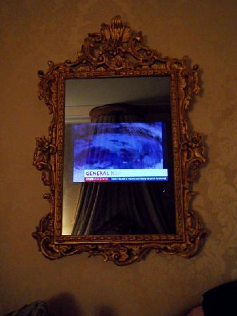 Hotel Canal Grande: The magic mirror with TV.