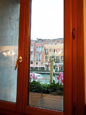 Hotel Canal Grande: View of the Grand Canal from the breakfast room.