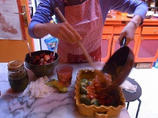 L'Ombre du Palais : 楽しい料理教室の様子