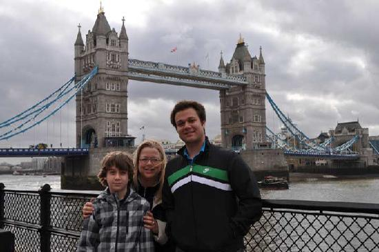Gren Tours: Tower Bridge next to Tower of London