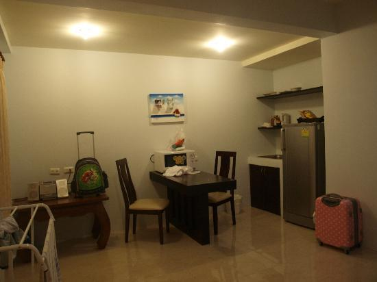 Kasalong Phuket Resort: Kitchen area