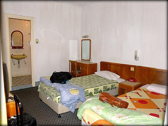 Hotel Central: The room