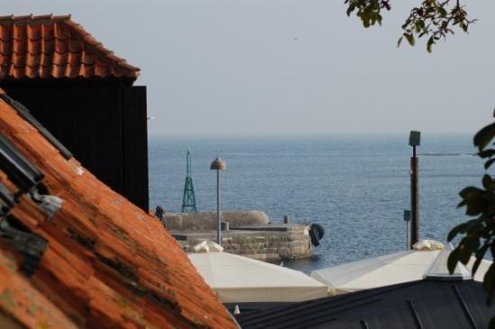 Et glimt ud over Svaneke Havn.