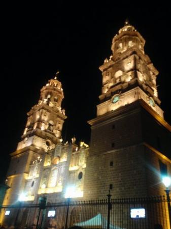 Morelia, México: La catedral :)