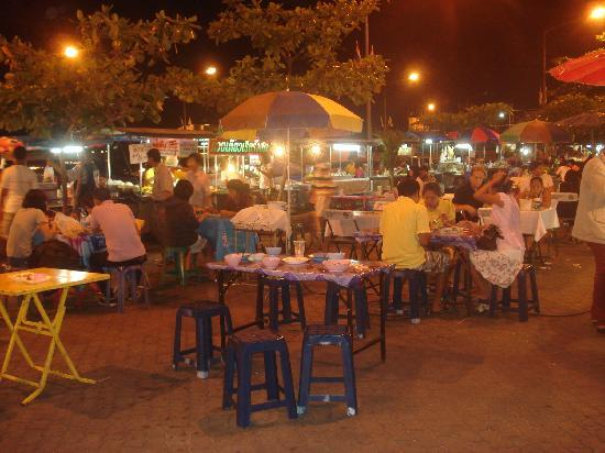 ‪جراند سي فيو ريزوتيل: Nathong night market, great food very cheap‬