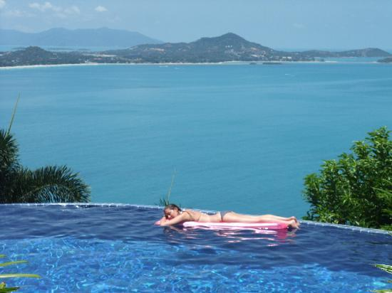 Sandalwood Luxury Villas: Enjoying the infinity pool