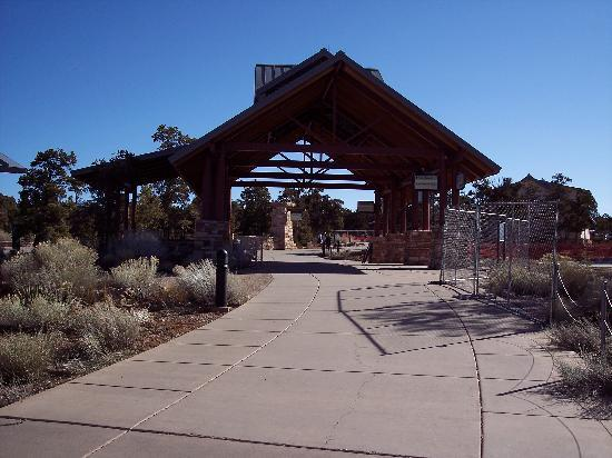 Canyon View Information Center: Path from Information Plaza leading to Mather Point