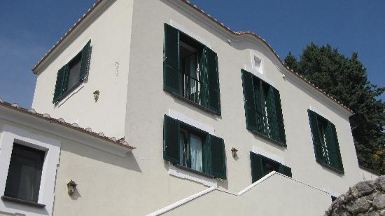 Il Ducato Di Ravello: View of the Hotel from road