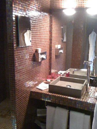 Le Moulin de Mougins: salle de bain avec douche italienne