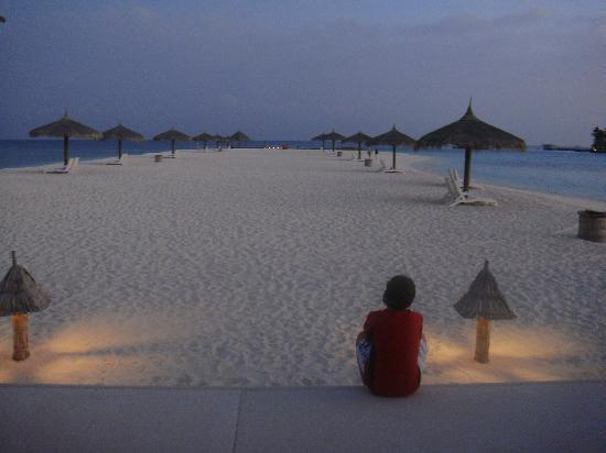 Veligandu Island Resort & Spa: Dusk
