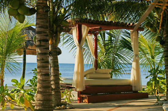 Sensimar Seaside Suites & Spa: Balinese Bed