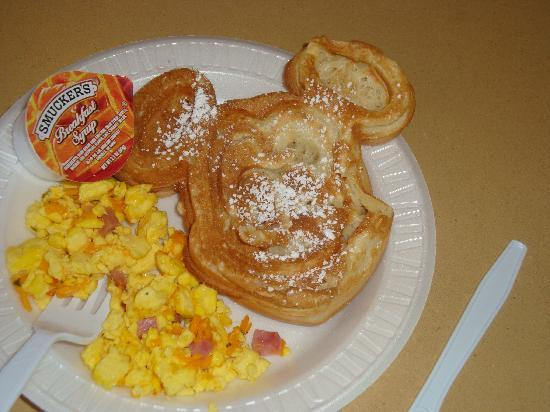 Hampton Inn Orlando/Lake Buena Vista: Tasty and mouse-shaped too!