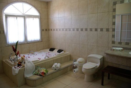 La Casa de los Arcos: Bathroom Suite