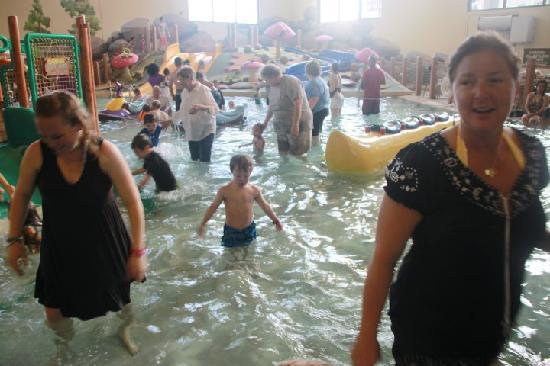 Great Wolf Lodge Grapevine: The Toddler pool, nice, but way to overcrowded.