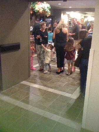 Great Wolf Lodge Grapevine: waiting and waiting and waiting.....