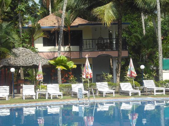 Akhil Beach Resort : Our pool cotage