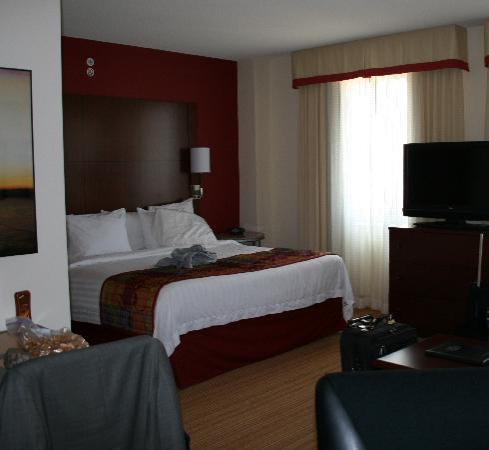 Residence Inn Arlington Courthouse: KIng Bed Suite