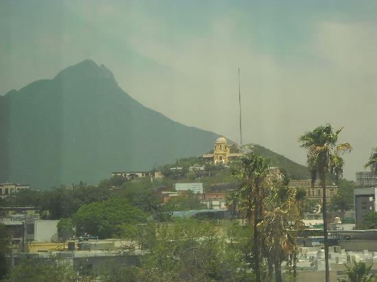 Hotel Antaris Galerias: el Cerro de la Silla visto desde la ventana de mi habitación...