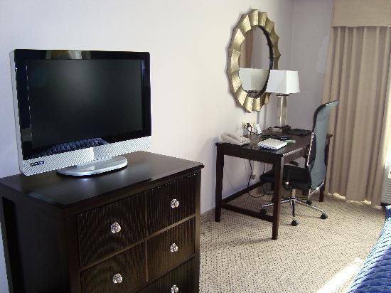desk in bedroom - Picture of Holiday Inn Manassas - Battlefield ...