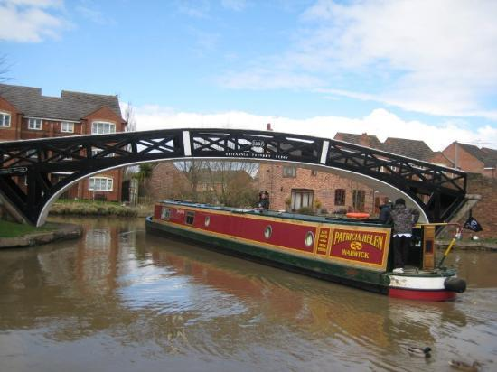Ковентри, UK: Hawkesbury Junction in Coventry, UK. Beautiful day in the United Kingdom. The narrowboats changi