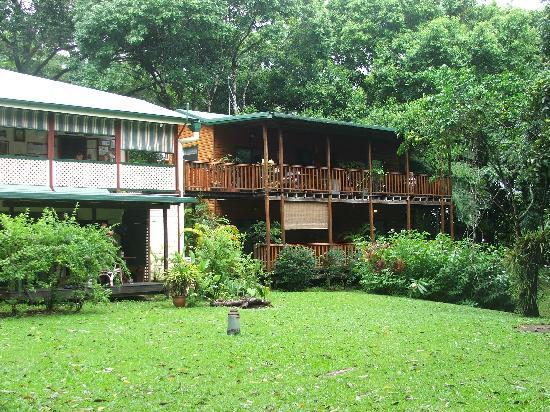 Red Mill House in Daintree: rooms right eat left