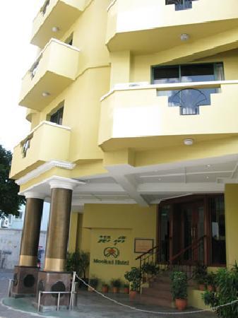 Mookai Hotel: ホテル外観。