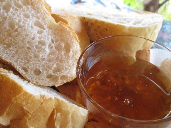 Jet's Pension: homemade honey with bread