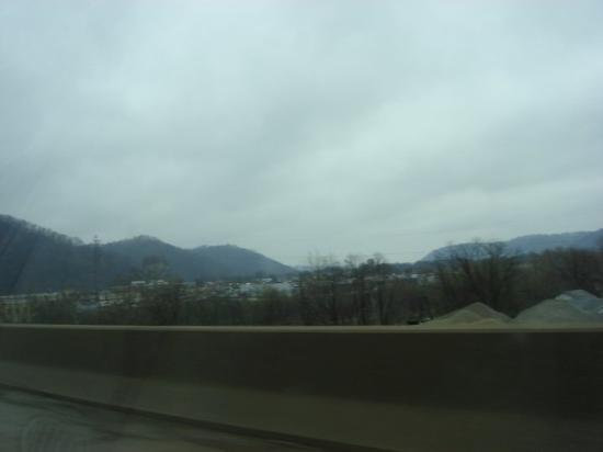 Charleston, Западная Вирджиния: More of West Virginia. I can't say enough about how beautiful the Appalachian mountains are. I w
