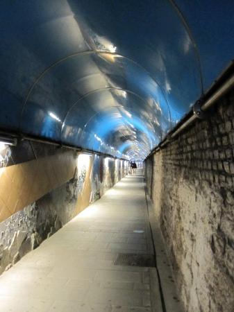 Риомаджоре, Италия: Riomaggiore - Tunnel to the train station and to Lover's Road (via dell'Amore)