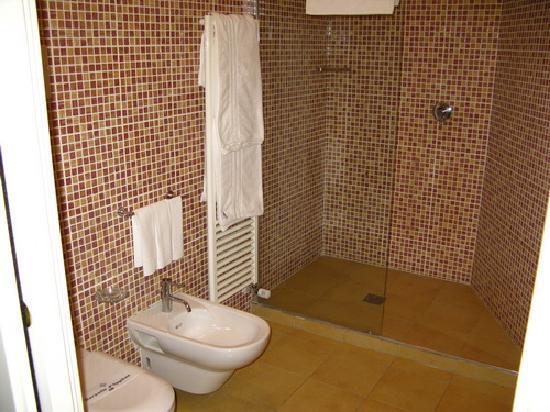 Grand Park Hotel-Motel : Doccia