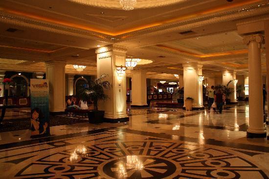 Monte Carlo Resort & Casino: Área de recepción, estupenda