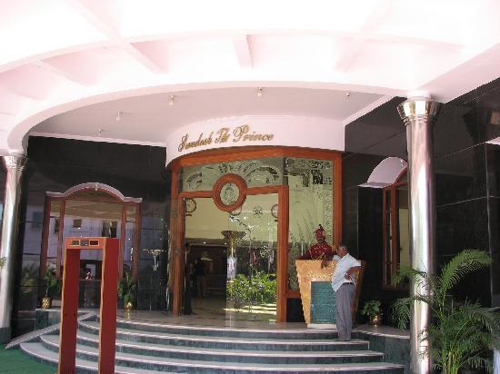 Hotel Sandesh The Prince: Entrance