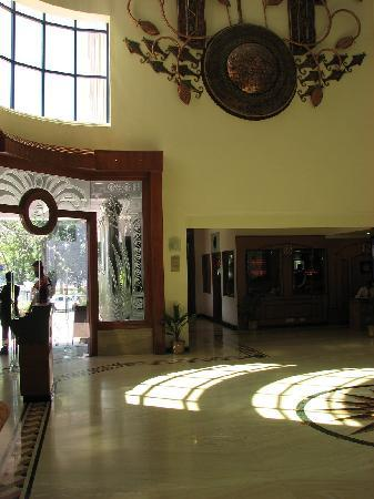 Hotel Sandesh The Prince: Foyer