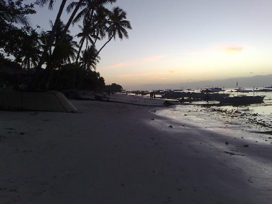 Alona Tropical Beach Resort: Before Sunrise